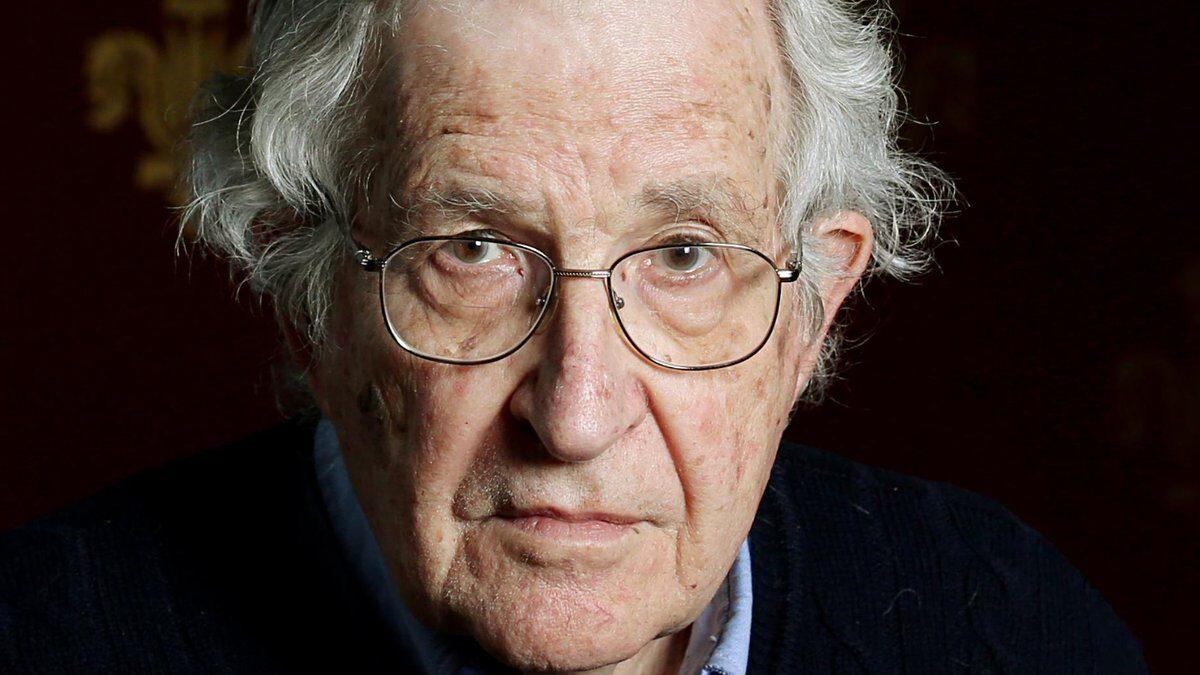 10 frases de Noam Chomsky por su 92 cumpleaños