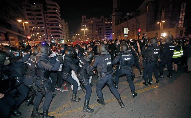 Carga Valencia - Antidisturbios