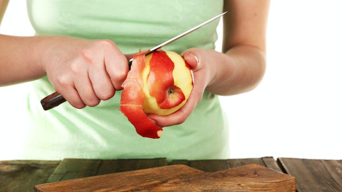 ¿Es imprescindible comer la fruta con piel para ingerir suficiente cantidad de fibra?
